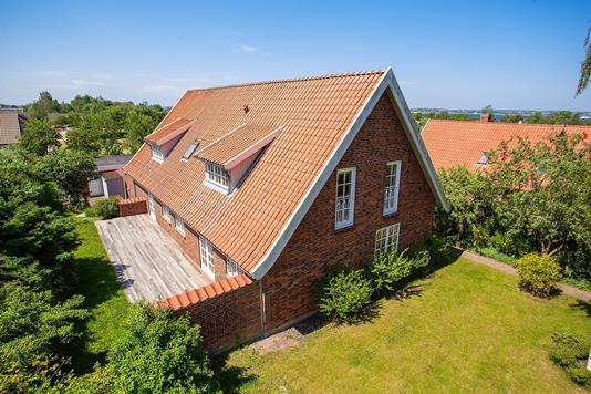 Villa på Wessels Have i Holbæk - Set fra haven