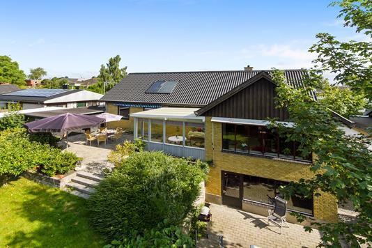Villa på Storkevænget i Tølløse - Set fra haven