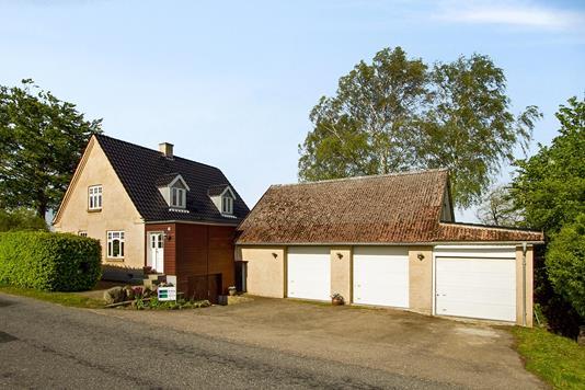 Villa på Hellestrupvej i Vipperød - Set fra vejen