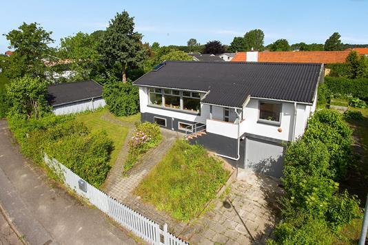 Villa på Solhøjen i Tølløse - Set fra vejen