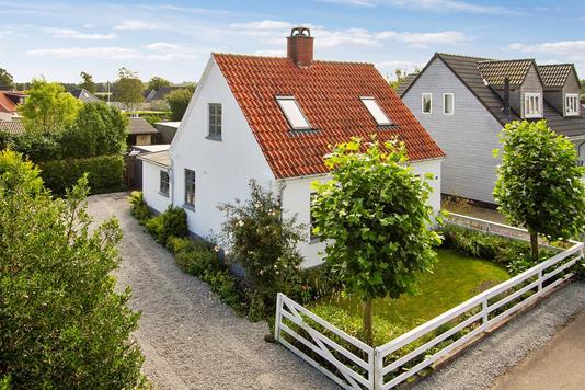 Villa på Nyvej i Mørkøv - Set fra vejen
