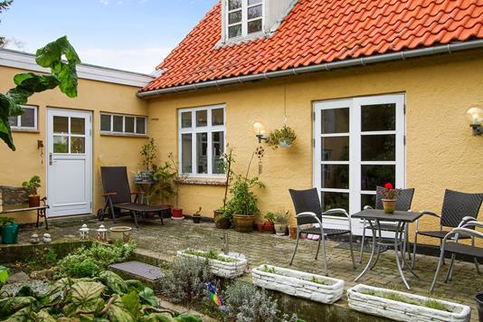 Villa på Egebjergvej i Nykøbing Sj - Set fra vejen