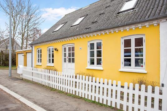 Villa på Hovedgaden i Regstrup - Ejendommen
