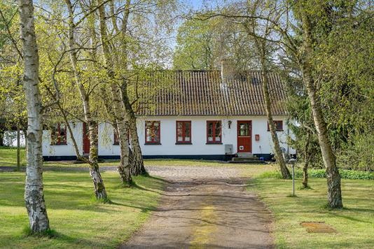 Villa på Tuse Byvej i Holbæk - Set fra vejen