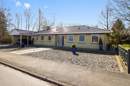 Villa på Præstemarken i Regstrup - Ejendommen
