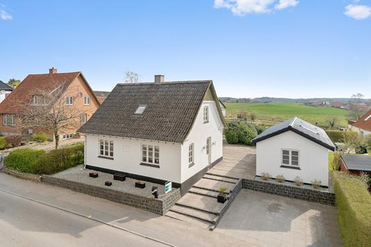 Villa på Holbækvej i Tølløse - Set fra vejen