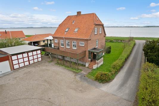 Villa på Strandmøllevej i Holbæk - Ejendommen