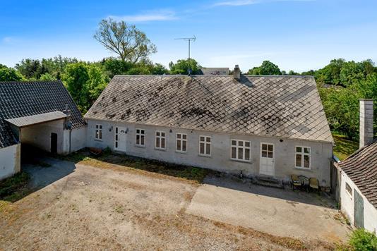 Landejendom på Engvejen i Regstrup - Gårdsplads