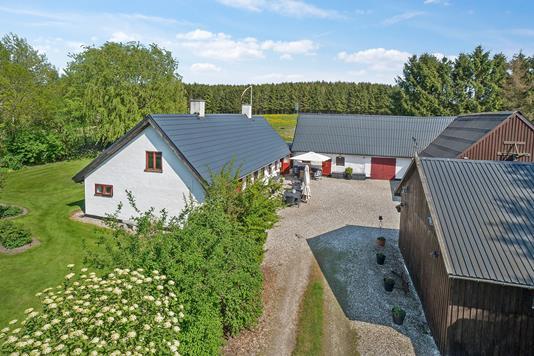Landejendom på Ringstedvej i Holbæk - Ejendommen
