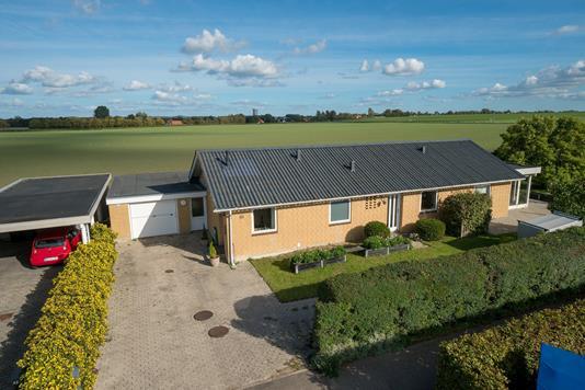 Villa på Birkekær i Gislinge - Set fra vejen