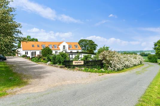 Landejendom på Guredevej i Holbæk - Set fra vejen