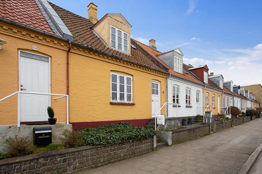 Rækkehus på Labæk i Holbæk - Set fra vejen