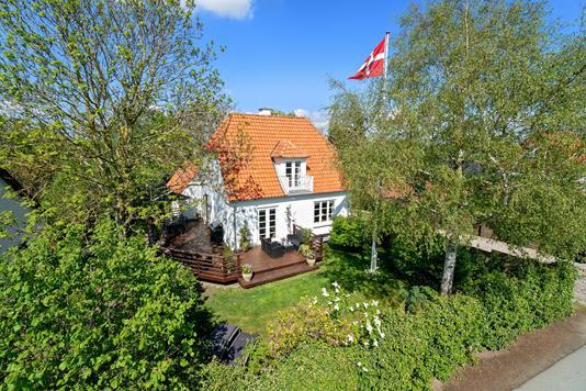 Villa på Gammelbrovej i Holbæk - Set fra vejen