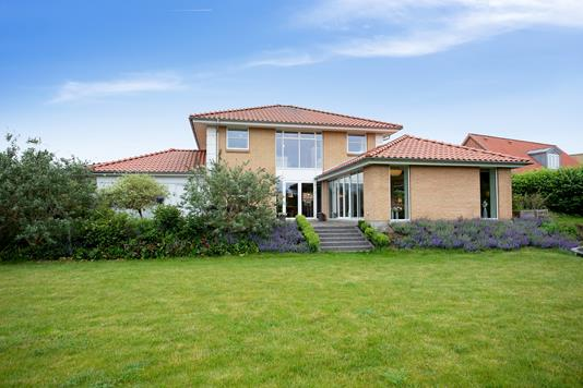 Villa på Vejrhøj i Holbæk - Set fra haven