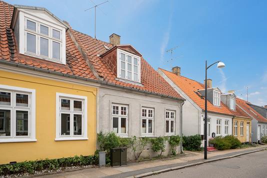 Rækkehus på Fuglsvej i Holbæk - Set fra vejen