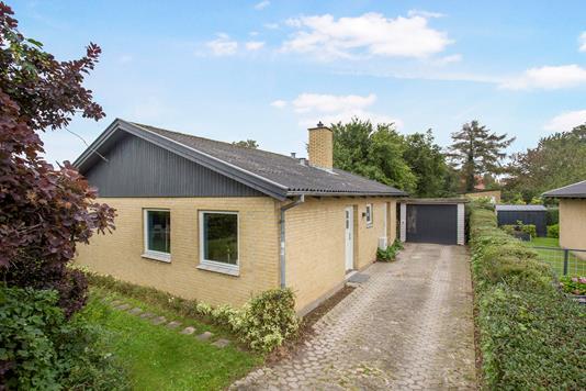 Villa på Bygvænget i Holbæk - Set fra vejen
