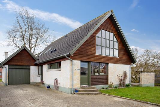 Villa på Vinkelvej i Regstrup - Set fra vejen
