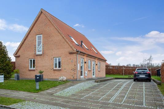 Villa på Regnbuen i Holbæk - Set fra vejen