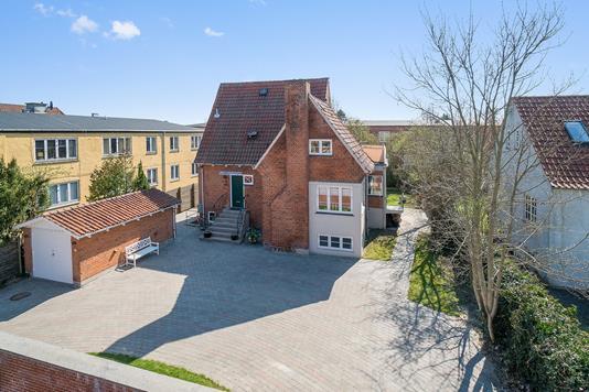 Villa på Fuglegårdsvænget i Gentofte - Set fra vejen