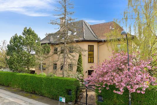 Villa på Fuglegårdsvej i Gentofte - Set fra vejen