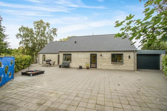 Villa på Jeppe Aakjærs Vænge i Odense NV - Ejendommen