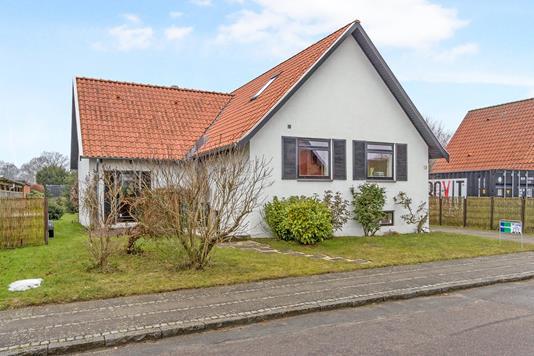 Villa på Jakob Knudsens Vej i Odense NV - Ejendommen