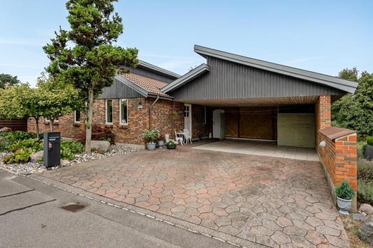 Villa på Bispeengen i Odense N - Carport
