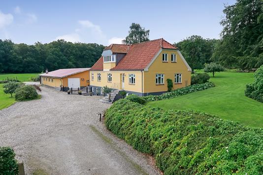 Landejendom på Brændholtvej i Aarup - Ejendommen