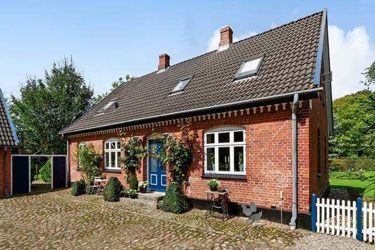 Villa på Byvejen i Glamsbjerg - Ejendommen
