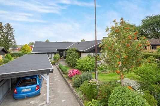 Villa på Svenstrupbakken i Odense S - Carport