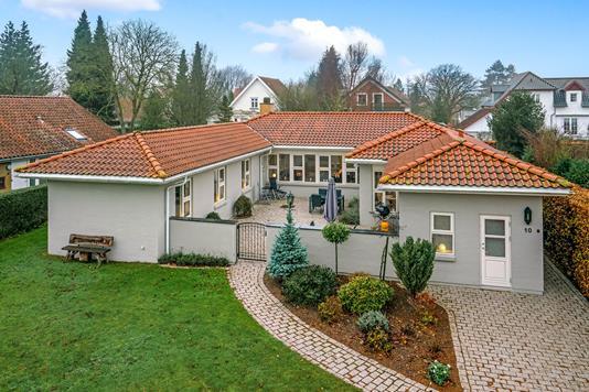 Villa på Fruens Bøge Allé i Odense SV - Ejendommen