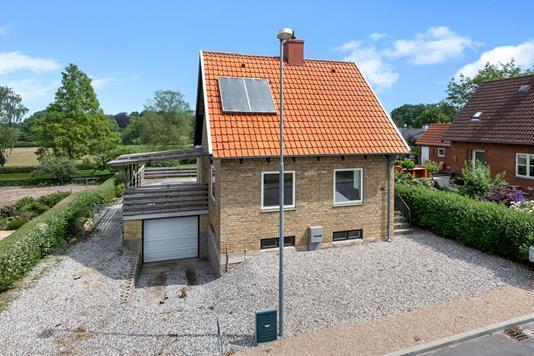 Villa på Smedevænget i Årslev - Ejendommen