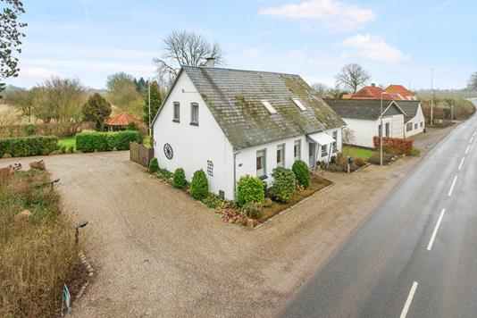 Villa på Bredgade i Skamby - Ejendommen