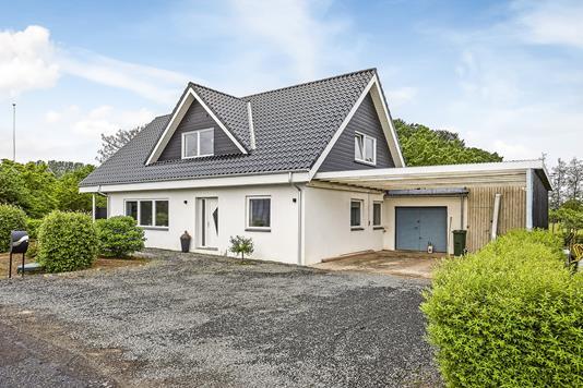 Villa på Fangelvej i Broby - Ejendommen