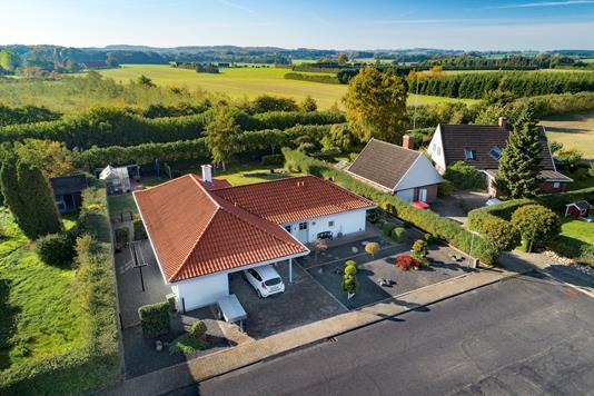 Villa på Granvænget i Broby - Luftfoto