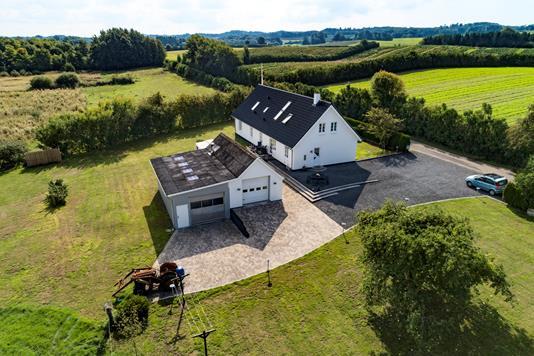 Villa på Tørvegyden i Broby - Ejendommen