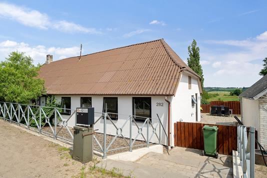 Villa på Assensvej i Millinge - Set fra vejen