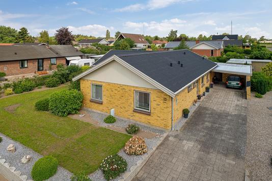 Villa på Hans Rasmussens Have i Faaborg - Set fra vejen