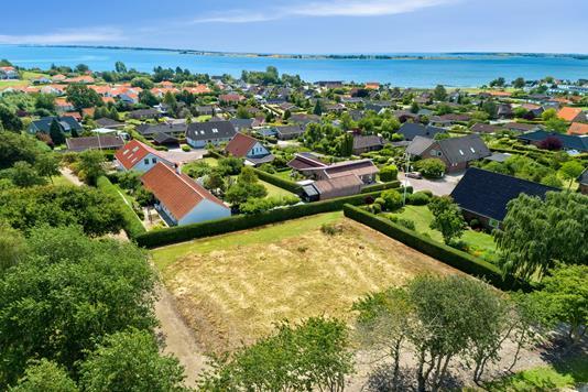 Helårsgrund på Strandgårdsparken i Faaborg - Luftfoto