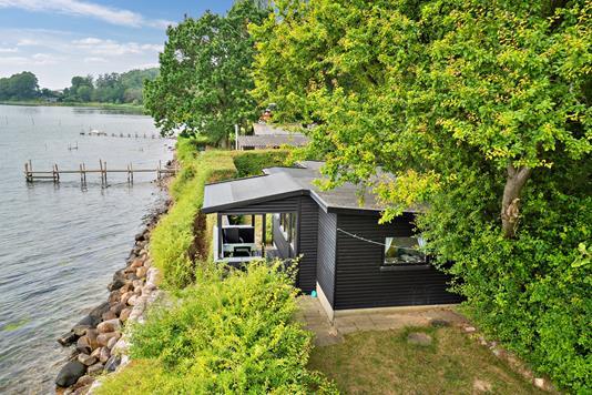 Fritidsbolig på Bjerne Langgyde i Faaborg - Set fra haven