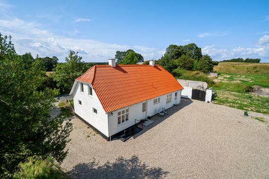 Villa på Haastrupvej i Haarby - Set fra vejen