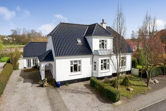 Villa på Saksenballe i Broby - Ejendommen