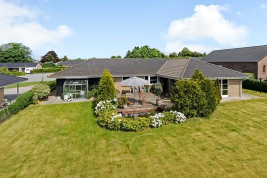 Villa på Engvangen i Ringe - Ejendommen