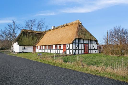 Landejendom på Løgeskov i Stenstrup - Ejendommen