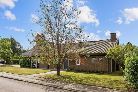 Villa på Skolegyden i Årslev - Ejendommen