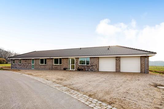 Villa på Møllehøjvej i Årslev - Ejendommen