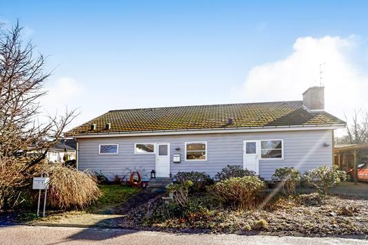 Villa på Kirkebakken i Årslev - Ejendommen