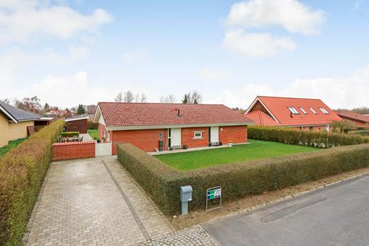 Villa på Hvidkærparken i Årslev - Ejendommen