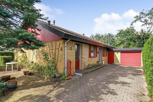Villa på Højdevangen i Broby - Indkørsel