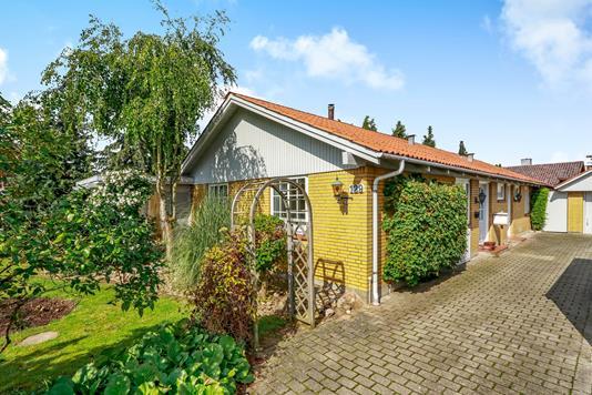 Villa på Stationsvej i Årslev - Ejendommen